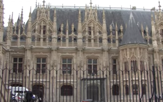 La Maison Sublime, à Rouen, à 130 kilomètres de Paris, abritait une yeshiva au 12e siècle. (Crédit : capture d'écran YouTube via JTA)
