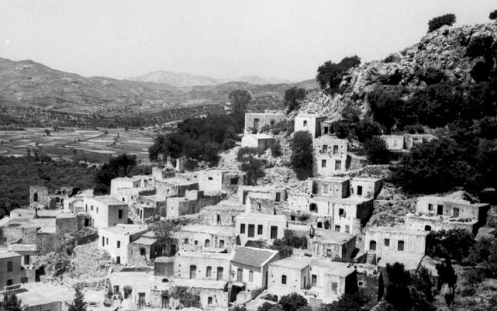 Vue de la côte sud de la Crète en juin 1943. (Archives fédérales allemandes/Wikimedia Commons/via JTA)
