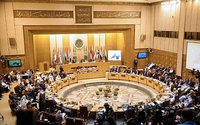 Cette photo prise le 11 septembre 2018 montre une vue d'ensemble d'une réunion des ministres des Affaires étrangères de la Ligue arabe à son siège dans la capitale égyptienne du Caire. (AFP PHOTO / MOHAMED EL-SHAHED)
