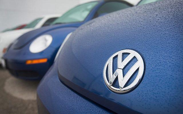 Sur cette photo prise le 18 septembre 2015, des coccinelles Volkswagen à la vente chez un concessionnaire de Chicago, dans l'Illinois (Crédit : AFP PHOTO / GETTY IMAGES NORTH AMERICA / SCOTT OLSON)