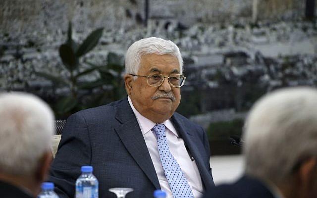 Le président de l'AP Mahmoud Abbas préside une rencontre du comité exécutif de  l'Organisation de libération de la Palestine au siège de l'Autorité palestinienne à Ramallah, en Cisjordanie, le 15 septembre 2018 (Crédit : / AFP PHOTO / ABBAS MOMANI)