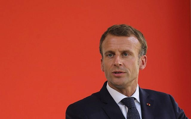 Le président français Emmanuel Macron lors d'une cérémonie nationale d'hommage aux victimes du terrorisme de Paris, le 19 septembre 2018 (Crédit :  / AFP PHOTO / POOL / Ludovic MARIN)