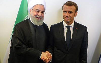 Le président français Emmanuel Macron, à droite, rencontre son homologue iranien  Hassan Rouhani, à gauche, en marge de l'Assemblée générale de l'ONU à New York, le 25 septembre 2018 (Crédit :  AFP PHOTO / ludovic MARIN)