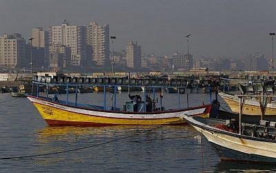 Photo d'illustration. Des bateaux de pêche palestiniens à Gaza City, le 1er avril 2018 (Crédit : AFP/Mohammed Abed)