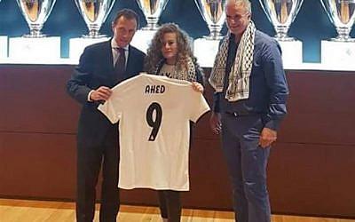 Ahed Tamimi accueillie au club de football du Real Madrid, le 29 septembre 2018 (Crédit : Twitter)