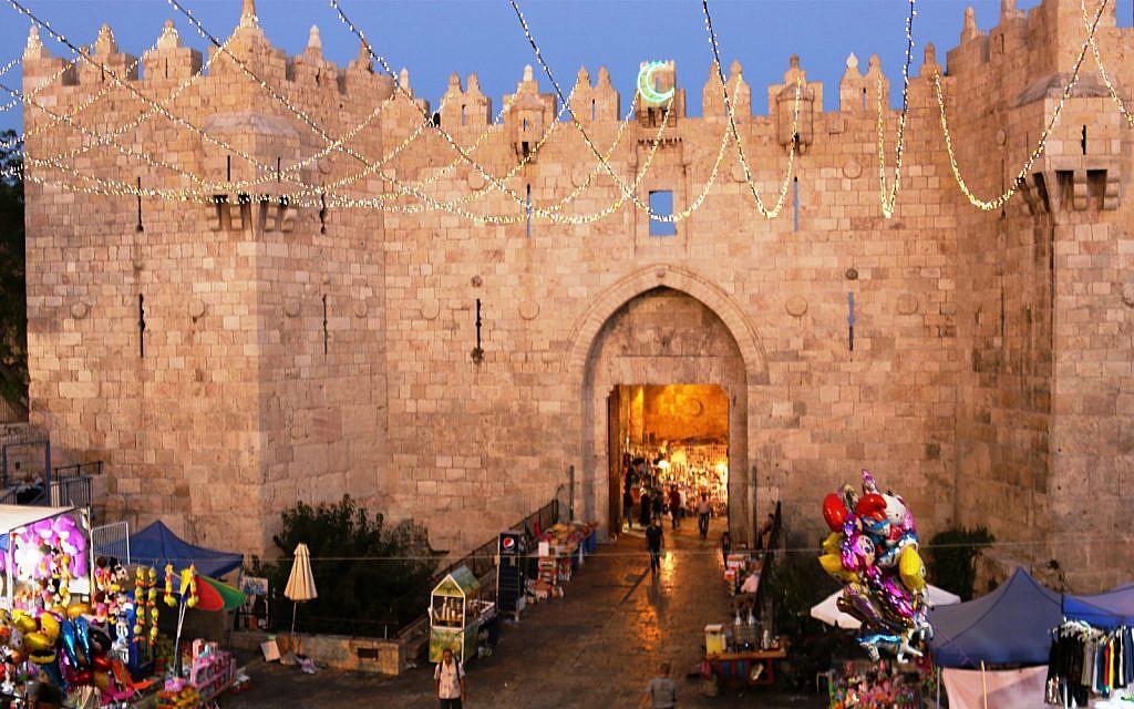La porte de Damas de nuit. (Crédit : Shmuel Bar-Am)