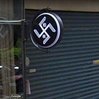 Le logo d'un salon de coiffure dans le nord de Taïwan avant qu'il ne soit recouvert (Crédit :  Google Street View)