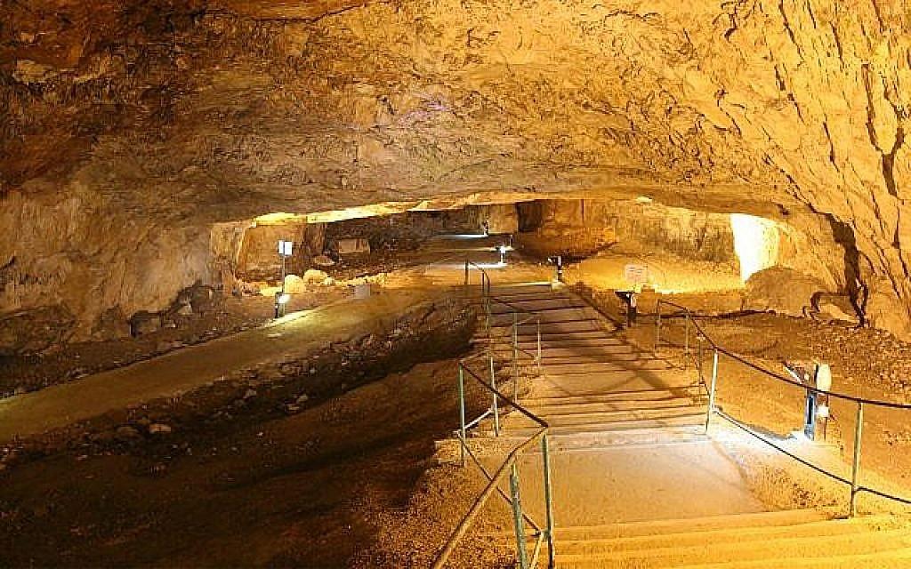 La grotte de Sédécias. (Crédit : Shmuel Bar-Am)