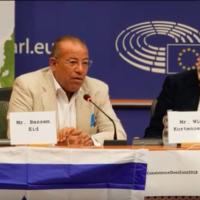 L'activiste pour les droits palestiniens Bassem Eid s'adresse au Parlement européen le 5 septembre 2018 (Crédit : capture d'écran YouTube)
