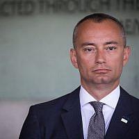 Nikolay Mladenov, Coordinateur spécial des Nations Unies pour le processus de paix au Moyen Orient, à Yad Vashem, le 28 août 2017. (Yonatan Sindel/Flash90)