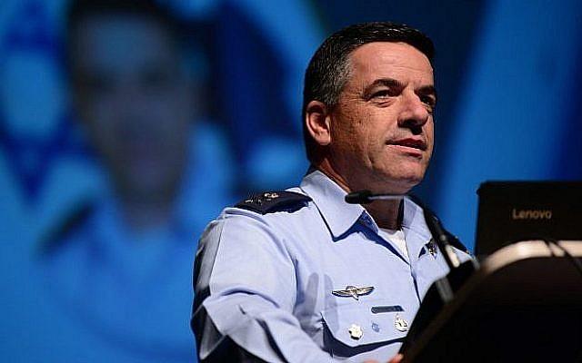 Le chef de l'armée de l'air israélienne, le général de division Amikam Norkin, s'exprime lors de la conférence de l'aviation israélienne à Airport City,le 2 mai 2018. (Crédit : Tomer Neuberg/FLASH90)