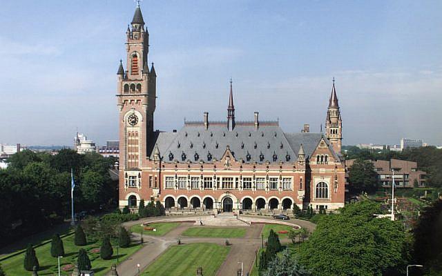 Le Palais de la paix de La Haye, siège de la cour pénale internationale (Crédit : Domaine public/Wikipedia)