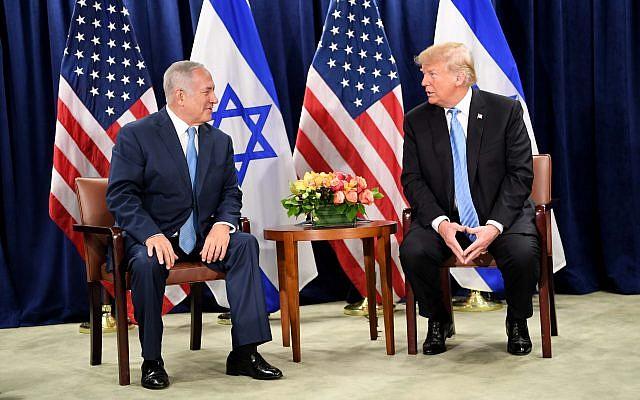 Le président américain Donald Trump (à droite) participe à une réunion bilatérale avec le Premier ministre israélien Benjamin Netanyahu, en marge de l'Assemblée générale de l'ONU à New York,le 26 septembre 2018. (Crédit : Avi Ohayon/GPO)