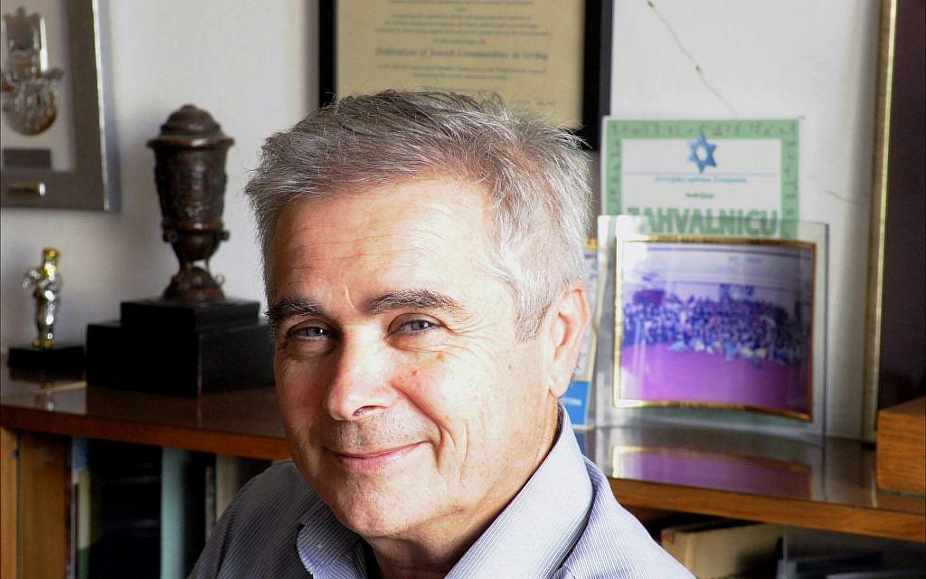 Robert Sabadoš, président de la Fédération des communautés juives de Serbie, dans son bureau à Belgrade, juin 2018. (Larry Luxner/Times of Israel)