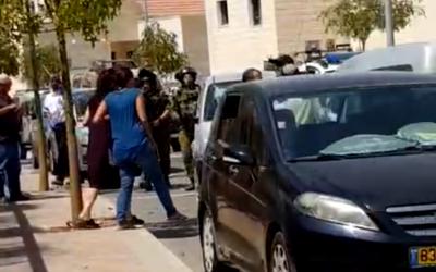 Les forces de sécurité ont mené des recherches dans l'implantation de Tekoa après qu'un homme palestinien ait tenté d'attaquer un homme israélien à proximité, le 2 septembre 2018. (Capture d'écran)