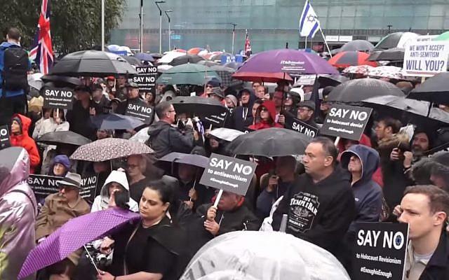 Les Juifs britanniques manifestent contre l'antisémitisme à Manchester, le 16 septembre 2018 (Capture d'écran : : YouTube)