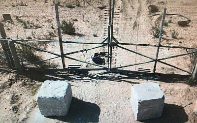 Un engin explosif artisanal placé le long de la frontière entre Gaza et Israël, le 13 septembre 2013. (Crédit : armée israélienne)