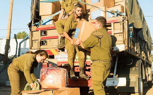 """Les soldats israéliens mettent un terme à l'opération """"Bon voisin"""" qui a aidé des milliers de Syriens après que le dictateur syrien Bashar al-Assad a repris le contrôle du secteur bordant le plateau du Golan (Crédit : Armée israélienne)"""