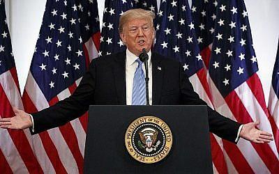 Le président Donald Trump prend la parole lors d'une conférence de presse à l'hôtel Lotte New York Palace lors de l'Assemblée générale des Nations unies, le mercredi 26 septembre 2018, à New York. (AP Photo / Evan Vucci)