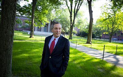 Lawrence Bacow, 29e président de l'université d'Harvard, en juillet 2018. (Crédit : Rose Lincoln/Harvard Staff Photographer, via JTA)