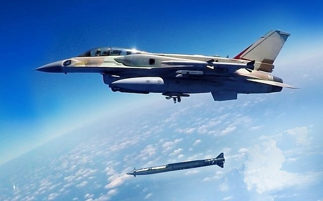 "Un avion de chasse israélien F-16 lance un missile air-sol ""Rampage"" sur une photographie non datée. (Israeli Military Industries Systems and Israel Aerospace Industries)"
