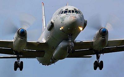 Un avion militaire russe Ilyushin IL-20 atterrit sur la base aérienne de Kubinka, le 3 juin 2011. (Crédit :  Artyom Anikeev/iStock/Getty Images)