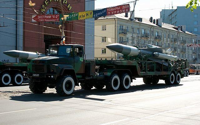 Un missile antiaérien S-200 lors d'une parade en Russie, à  Kaliningrad, le 9 mai 2008 (Crédit : Dmitry Shchukin/iStock/Getty Images)