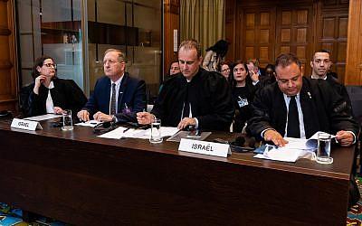 La délégation israélienne à la CPI de La Haye, le 5 septembre 2018 (Crédit : UN Photo/Wendy van Bree. Autorisation CPI)