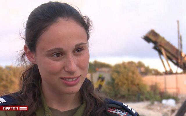 La capitaine Or Naaman, qui a commandé l'équipe qui a abattu un avion syrien dans une interview diffusée le 17 septembre 2018 (Capture d'écran : Hadashot news)