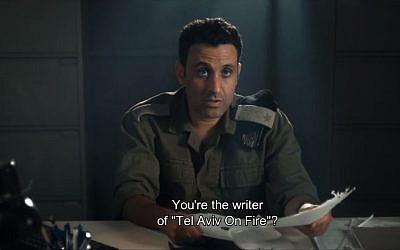 """Dans """"Tel Aviv on fire"""" le militaire israélien est interprété par Yaniv Biton (Crédit: capture d'écran Geomovies/Youtube)"""