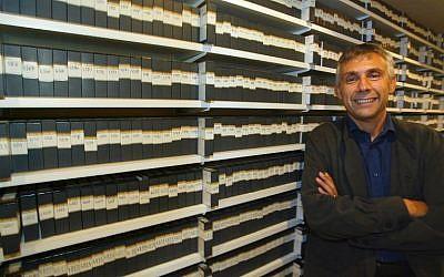 Daniel Schneidermann, le 1er octobre 2003. (Crédit : AFP / Jack GUEZ)