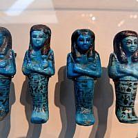 """Des sarcophages égyptiens décorés, dans l'exposition """"Servir les dieux d'Egypte, au musée de Grenoble, le 23 octobre 2018. (Crédit : JEAN-PIERRE CLATOT / AFP)"""