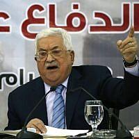 Le président de l'Autorité palestinienne Mahmoud Abbas durant une réunion du Conseil central palestinien, un organe clé de l'Organisation de libération à Ramallah, le 28 octobre 2018. (Crédit : ABBAS MOMANI / AFP)