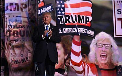 Le candidat républicain à la présidence  Donald Trump sur la scène au premier jour de la convention nationale républicaine à Cleveland, dans l'Ohio, le 18 juillet 2016 (Crédit :  AFP/TIMOTHY A. CLARY)