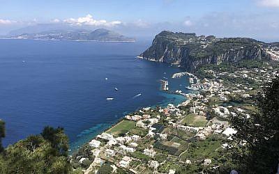 Une vue de l'île de Capri, en Italie (Crédit :  Flickr/Greger Ravik/CC BY)