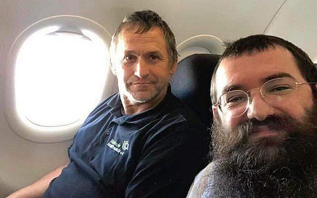 Le rabbin Zalmen Wishedski, (à droite), a écrit un article sur Facebook au sujet de sa conversation avec un Allemand qui se rend en Israël pour rénover les appartements des survivants de la Shoah. (Wishedski/JTA)
