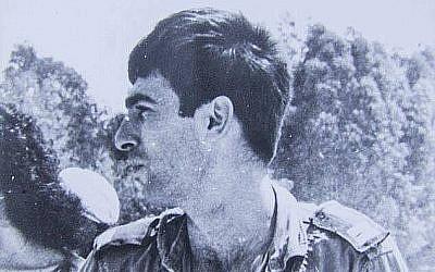 Ron Arad, pilote de l'armée de l'air, disparu en 1986, dans sa combinaison de vol. (Armée de l'air israélienne)
