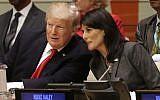 Le président américain Donald Trump s'entretient avec l'ambassadrice des États-Unis auprès de l'ONU Nikki Haley, avant une réunion à l'Assemblée générale de l'ONU au siège de l'ONU à New York, le 18 septembre 2017. (AP Photo/Seth Wenig)