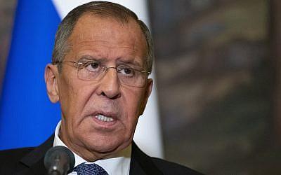 Le ministre russe des Affaires étrangères Sergey Lavrov lors d'une conférence de presse conjointe avec le ministre syrien des Affaires étrangères Walid Moallem à Moscou, Russie, le 30 août 2018. (AP Photo/Alexander Zemlianichenko)