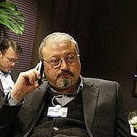 Le journaliste saoudien Jamal Khashoggi au World Economic Forum à Davos, le 21 janvier 2011. (Crédit : AP Photo/Virginia Mayo, File)