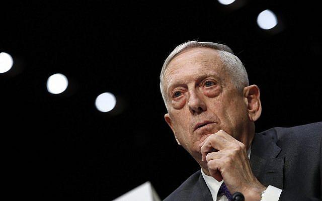 Le secrétaire d'Etat à la Défense Jim Mattis durant une commission des services armés du Sénat, au Capitole, à Washington, le 26 avril 2018. (Crédit : AP/Jacquelyn Martin, Archives)