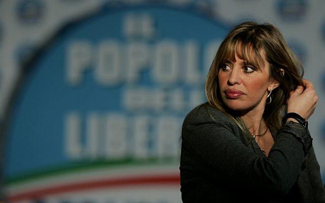 Alessandra Mussolini au siège du parti du Peuple de la liberté à Rome, le 14 avril 2008 (Crédit : AP/Gregorio Borgia/File)