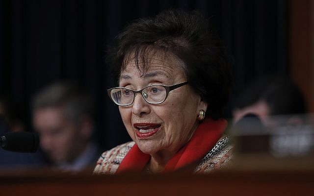 La sénatrice démocrate de New York Nita Lowey durant une commission de la chambre sur le budget au Capitole, à Washington, le 6 mars 2018 (Crédit : Carolyn Kaster/AP)