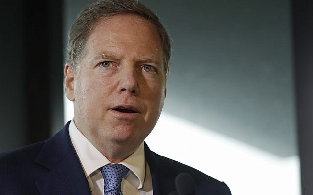 L'avocat américain pour le district du sud de New York Geoffrey Berman au musée du patrimoine juif à New York, le 12 septembre 2018 (Crédit : AP Photo/Mark Lennihan)