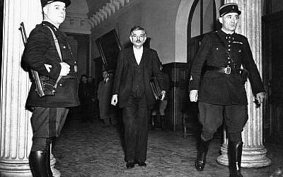 Pierre Laval lors de son procès pour haute trahison à Paris, le 8 octobre 1945 (Crédit: AP)
