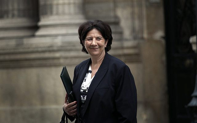 Frédérique Vidal, ministre de l'Enseignement supérieur, en mai 2018 devant l'Elysée. (Crédit : AP/Christophe Ena)