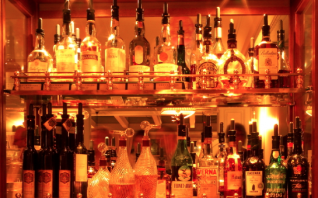 Alcools (Wikipedia, image libre de droits)