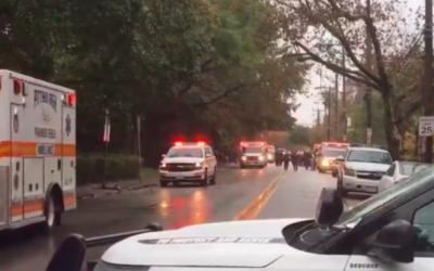 La police de Pittsburgh répond à une fusillade près d'une synagogue (Crédit : capture d'écran YouTube)