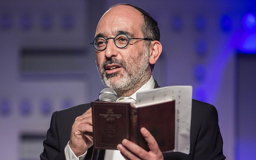 """Le grand rabbin d'Afrique du Sud, le DrWarren Goldstein, lors du """"challah bake"""" de Johannesburg, en Afrique du Sud, en 2017. (Autorisation)"""