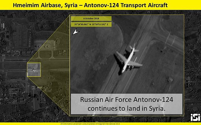 Une image satellite montrant un avion de transport russe sur un champ d'aviation syrien, le 6 octobre 2018 (Crédit : ImageSat International)